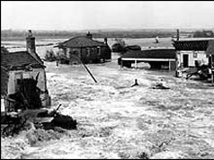 Floods sweep through Sea Palling, 1953