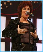 Ruby Wax can sing in tune!