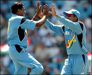 Indian bowler Javagal Srinath celebrates with Mohammad Kaif after claiming Stephen Fleming's wicket