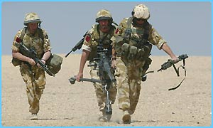 US soldiers prepare for war in the Kuwaiti desert