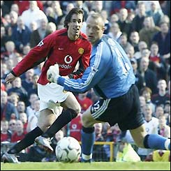 Van Nistelrooy puts the ball beyond Fulham 'keeper Taylor to score