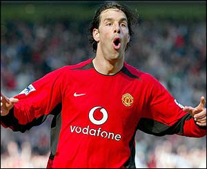 Van Nistelrooy completes his hat-trick in the last minute to complete an easy win for the Red Devils