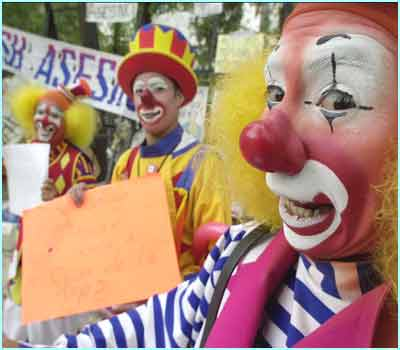 People dressed up as clowns and stood outside the US Embassy in Mexico City. They demanded a stop to the war on Iraq