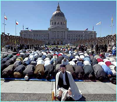 In San Francisco, Muslims and people of other religions prayed together for the end of war
