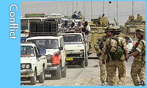 Residents flee Basra watched by UK troops