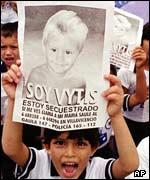 Saben padres colombianos del pecado de juventud de sus hijas - 2 4