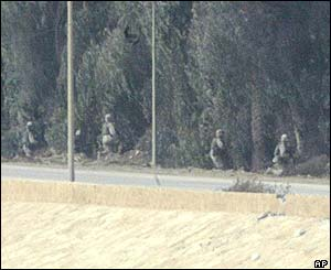 US troops near a presidential palace