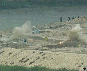 Explosions on the bank of the river Tigris