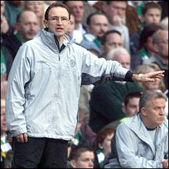 Martin O'Neill encourages Celtic from the sidelines