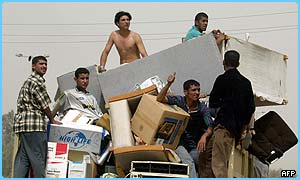 Loads of Iraqis have been looting