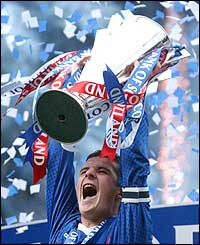 Rangers captain Barry Ferguson lifts the SPL trophy