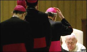 Obispos saludan al Papa Juan Pablo II