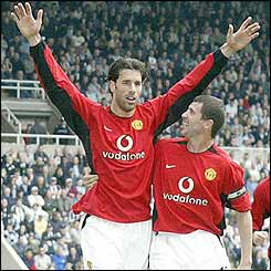 Ruud van Nistelrooy celebrates Manchester United's sixth goal