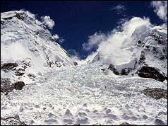 The treacherous Khumbu icefall in 2003, photo: Steve Bell