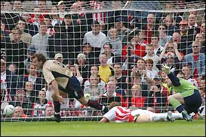 Arsenal's Fredrik Ljungberg opens the scoring at Old Trafford