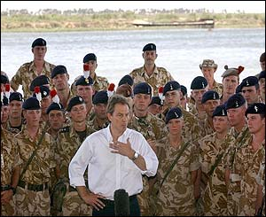Blair speaks to troops in Basra