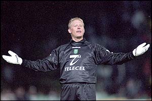 Schmeichel plays to the crowd during the Portuguese Cup final replay against Porto