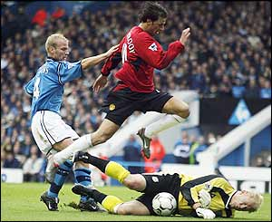 Schmeichel saves from Manchester United's Ruud van Nistelrooy