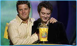 Sean Astin and Elijah Wood pick up the best team award