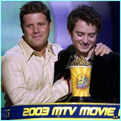 Sean Astin and Elijah Wood collecting one of FOUR awards for the latest Rings movie