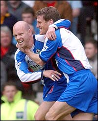 Henning Berg and Craig Short celebrate Berg's equaliser