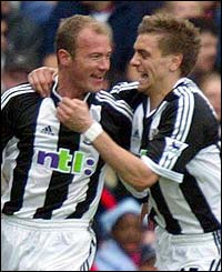 Alan Shearer and Jonathan Woodgate celebrate Shearer's 25th goal of the season