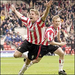 James Beattie scores Southampton's second goal against Leeds