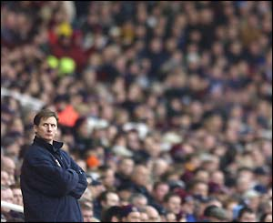 Glenn Roeder under the watchful eye of the Upton Park faithful