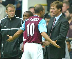Paolo di Canio argues with his manager during defeat at Tottenham