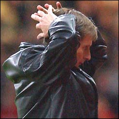 Glenn Roeder holds his hands to his head
