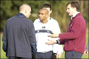 Glenn Roeder with Tomas Repka and Trevor Sinclair in training