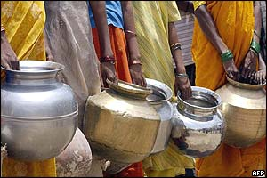 Indian women wait to fill their pots in Andhra Pradesh