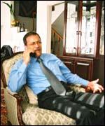 Ministro  palestino de Trabajo, Ghassan Khatib.