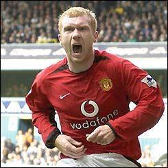 Paul Scholes celebrates scoring against Tottenham