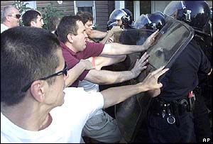 Sljivancanin supporters clash with riot police