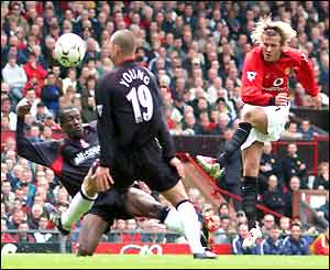 David Beckham shoots and scores against Charlton