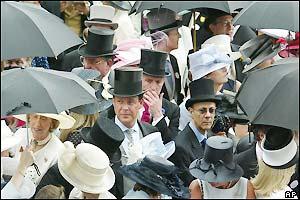La moda madrileña se rinde a la pamela, el sombrero de copa y el paraguas