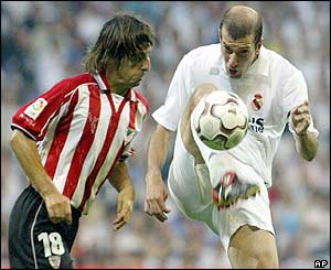 Zinedine Zidane lifts the ball over Athletic Bilbao's Bittor Alkiza
