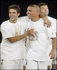 Raul and Ronaldo celebrate their title win