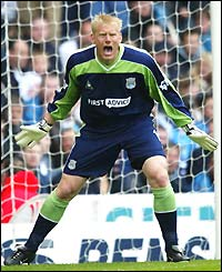 Peter Schmeichel, the Manchester City goalkeeper, roars at his defenders