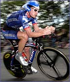 Lance Armstrong flies down a hill in the individual time trial