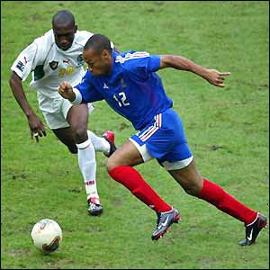 Thierry Henry takes on Eric Djemba Djemba