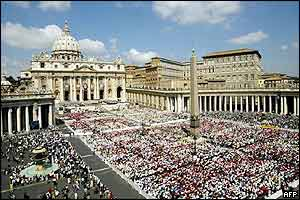 St Peter's Square in Rome, 18 May 2003