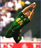 Jonty Rhodes pulls off an amazing catch