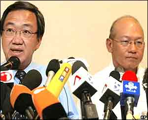 Hospital chairman, Dr Loo Choon Yong (L) and neurosurgeon Keith Goh (R) hold a press conference