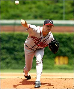 http://news.bbc.co.uk/media/images/39265000/jpg/_39265079_greg_maddux_247.jpg