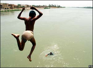 A child dives into the Tigris river, Iraq