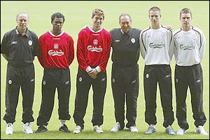 Liverpool's assistant manager with new signing Harry Kewell manager Gerard Houllier, and Steve Finnan