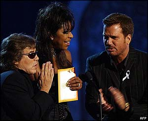 Singer Natalie Cole (centre), Jose Feliciano (left) and Willie Chirino