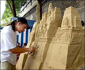 Paris beach sand sculptor